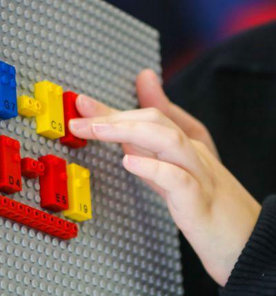 Des briques LEGO pour apprendre le braille aux enfants