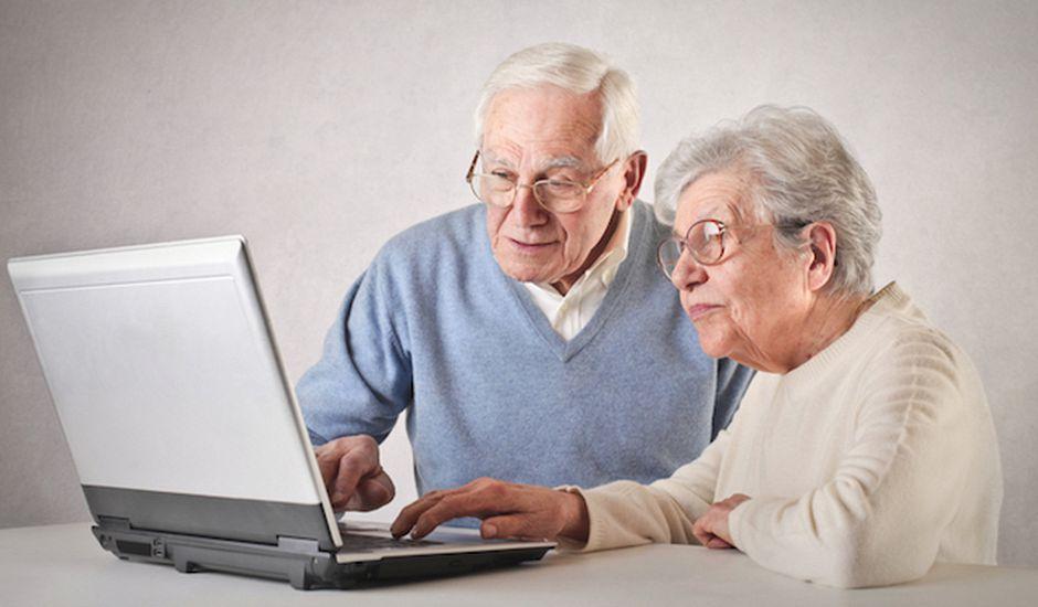 Les personnes âgées de plus de 65 ans sont plus susceptibles de partager des fake news.