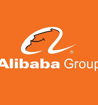 Le logo Alibaba Group sur un fond orange.