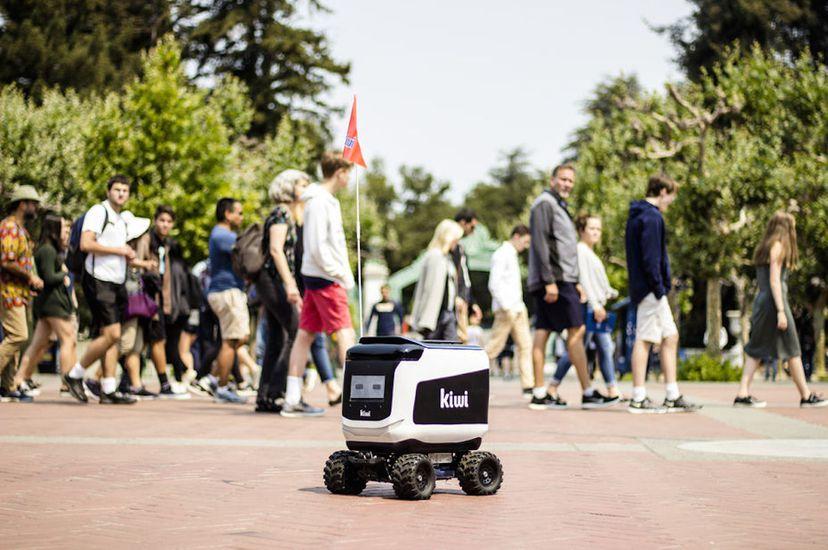 Le robot Kiwibots, téléguidé par des ouvriers colombiens payés à moindre coût