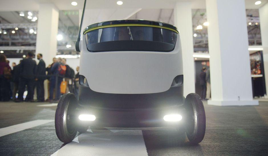 un robot de livraison autonome prend feu en Californie