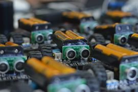 Photo illustrative, plusieurs petites batteries sur roue