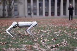 Cheetah, le robot du MIT, capable de réaliser un backflip.