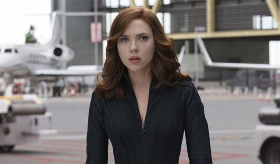 Scarlett Johansson incarne Black Widow