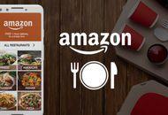 Un smartphone ouvert sur l'application indienne Amazon Food, ainsi que le logo du service.