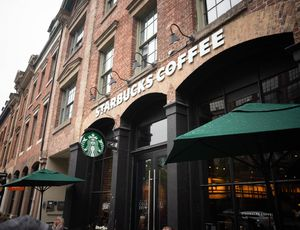 La devanture d'un magasin Starbucks