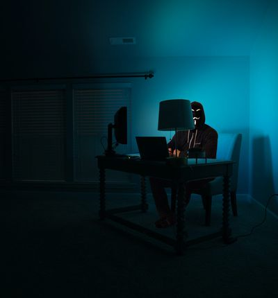 Aperçu d'un hacker dans l'ombre.
