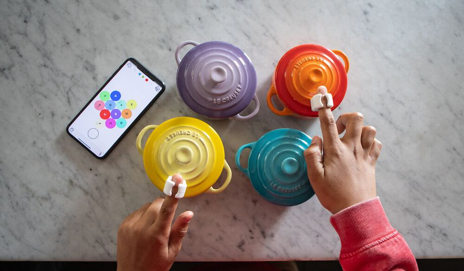 Sphero lance des anneaux qui, au contact d'une couleur, produisent de la musique.