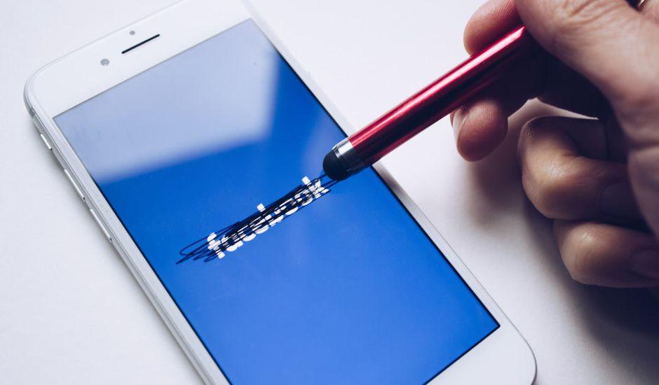 Le cofondateur de Facebook estime que le réseau social devrait définitivement fermer