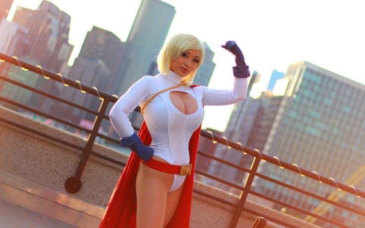 Cosplay Power Girl