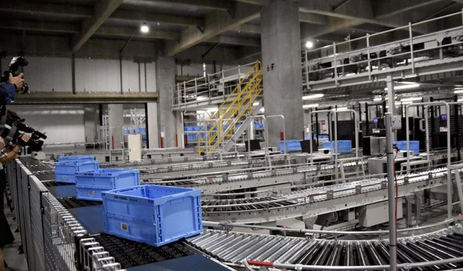 90% du personnel remplacé par des robots dans un entrepôt Uniqlo