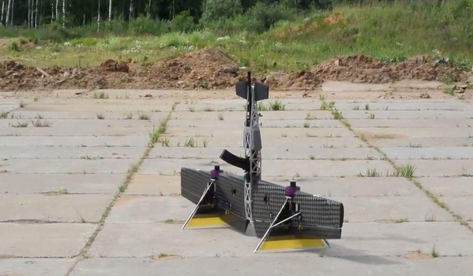 Un drone russe équipé d'un fusil d'assaut.