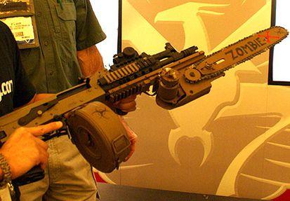 AK 47 équipée d'une tronçonneuse anti zombies