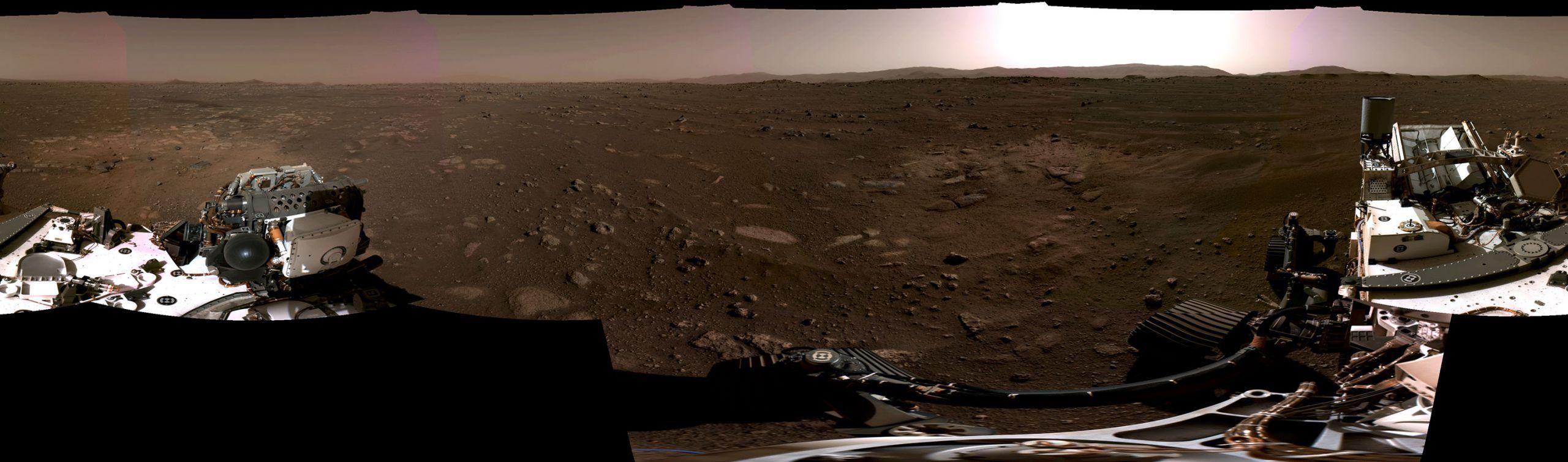 Un panorama de la planète Mars capturé par Perseverance.