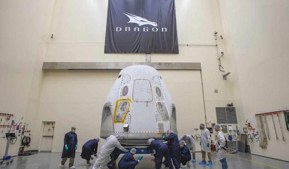 La capsule Crew Dragon de SpaceX est arrivée sur son site de lancement.