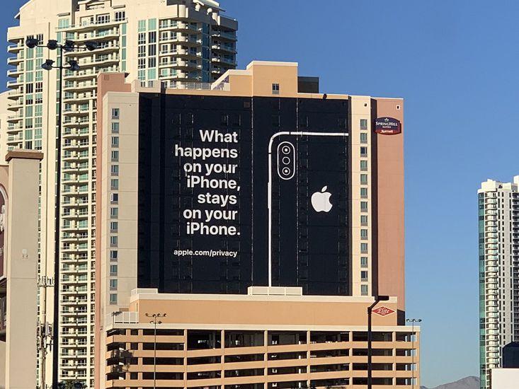 Apple affiche une publicité grandeur nature, dans laquelle la société vante sa politique de confidentialité, rappelant les différents scandales de 2018.