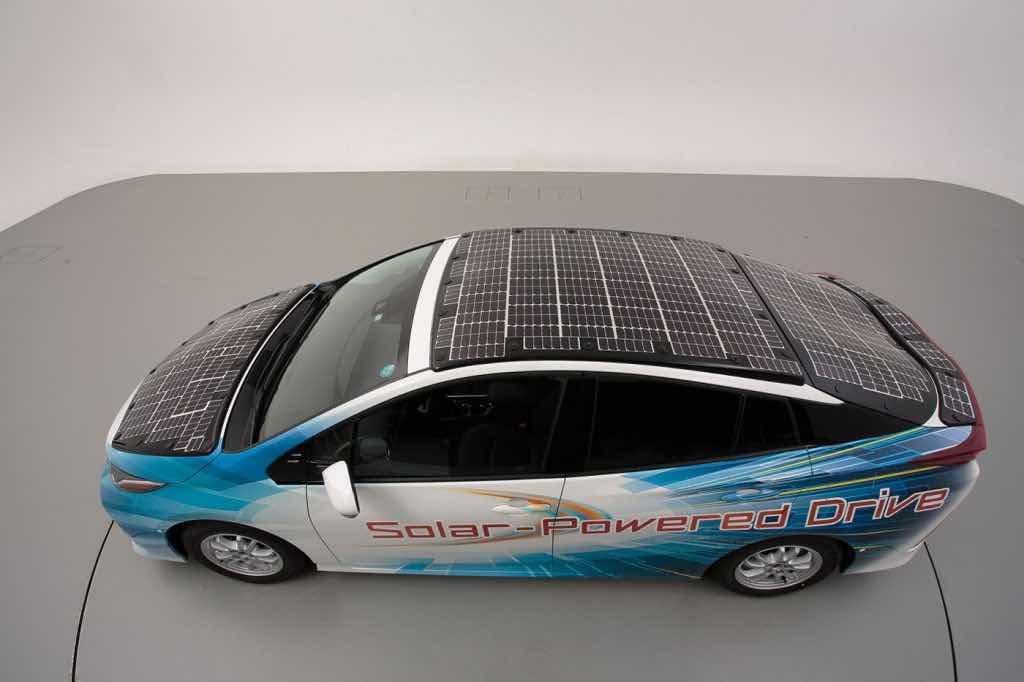 Un toit solaire pour permettre aux batteries de se recharger.