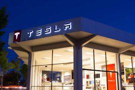 Tesla va conserver ses points de vente ouverts.