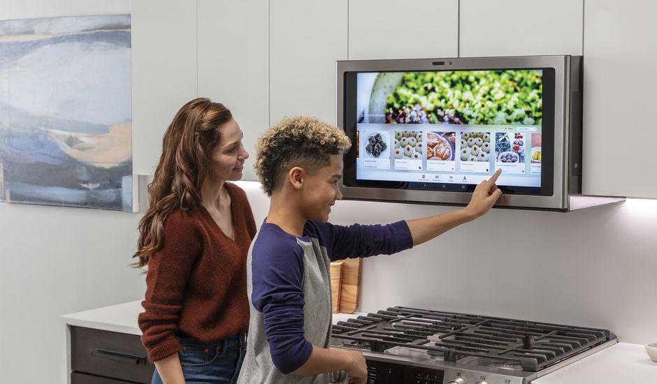 Kitchen Hub, un écran tactile placé au coeur de votre maison, permettant de contrôler cette dernière