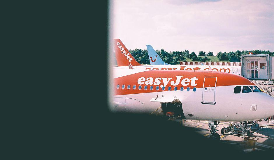 avion Easyjet vue d'un hublot