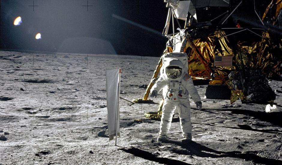 La NASA veut récolter les souvenirs des premiers pas sur la Lune.