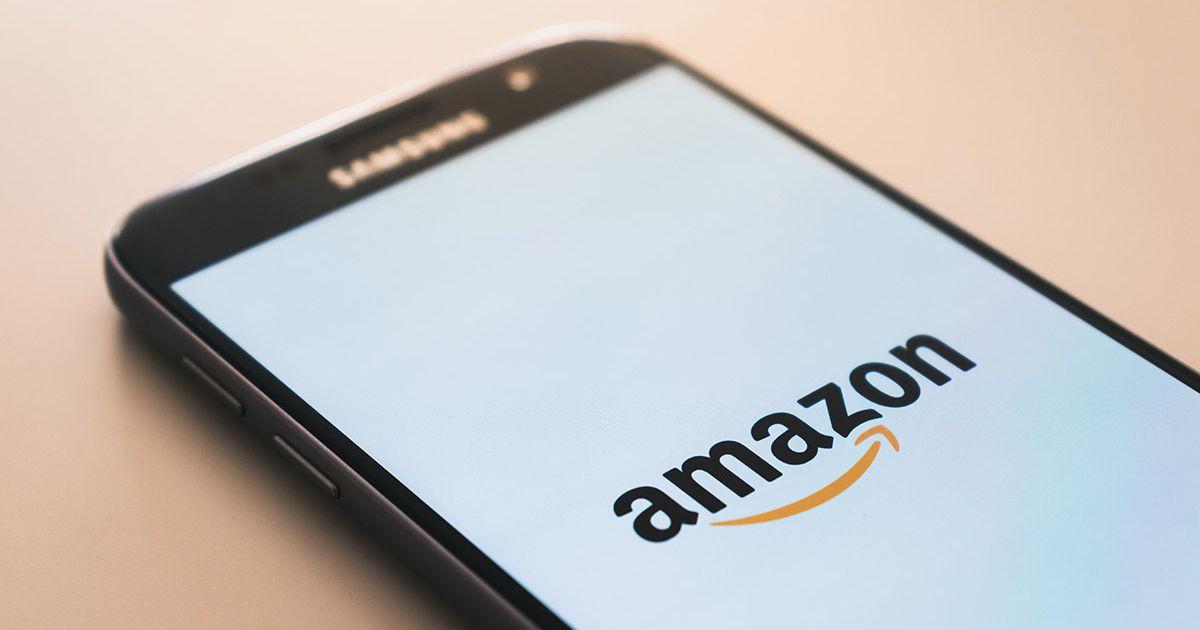 Une IA d'Amazon génère des images de vêtements correspondantes à des requêtes de texte