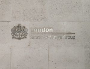 L'écriteau du London Stock Exchange Group sur le bâtiment accueillant la bourse de Londres