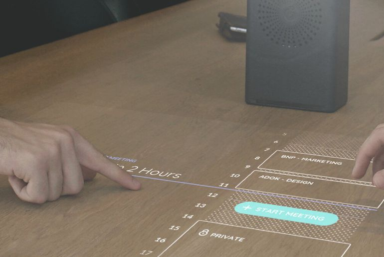 La société française Adok présente pendant le CES 2019 un vidéoprojecteur tactile et portable