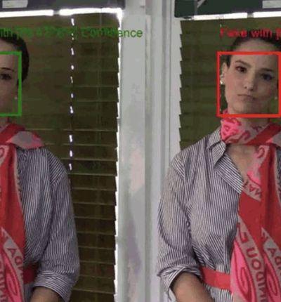 À gauche, une image authentique de femme en train de discuter, à droite la même image en deepfake.