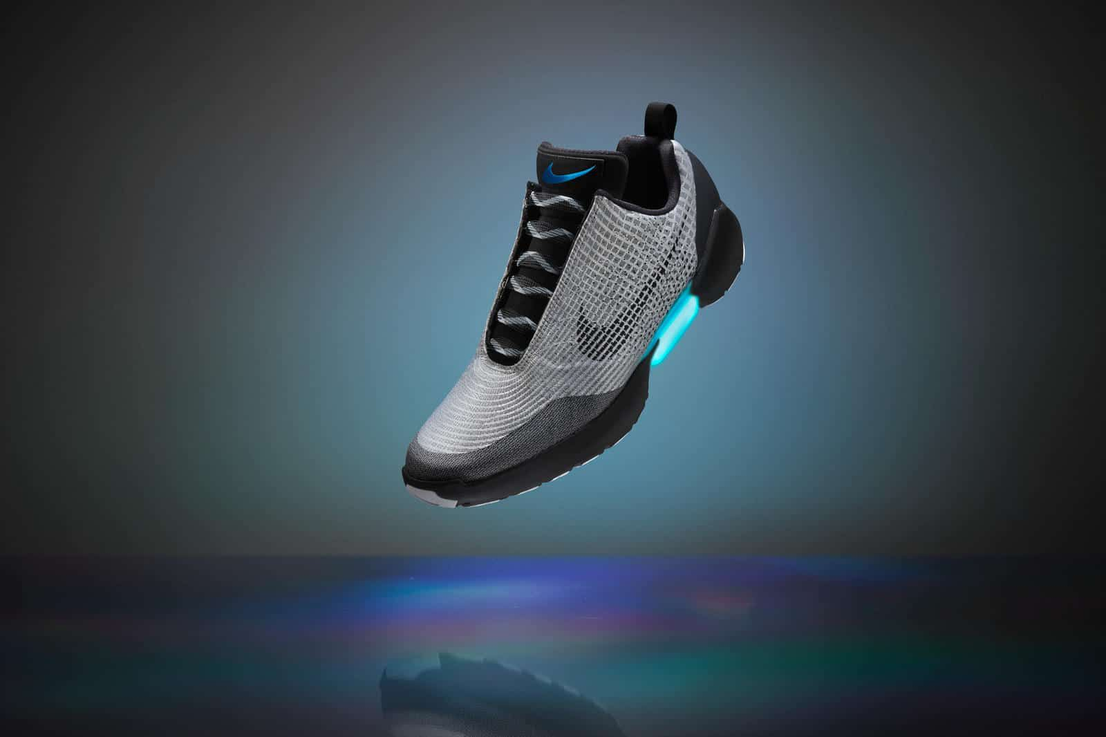 catch release info on new photos Nike lance la HyperAdapt, une chaussure qui se lace toute ...