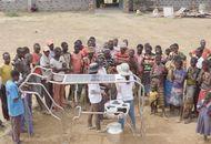La startup Yolk invente une vache solaire pour approvisionner les familles africaines en énergie tout en les incitant à envoyer leurs enfants à l'école.