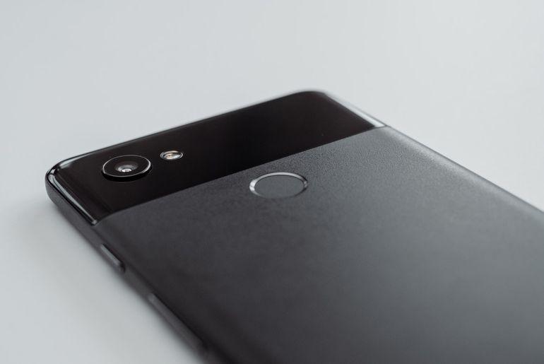 Un développeur est parvenu à lancer Fchsia, le prochain OS de Google, sur un Pixel 3. Une opération intéressante d'un point de vue technique, mais qui ne tend pas encore à remplacer Android sur l'appareil.