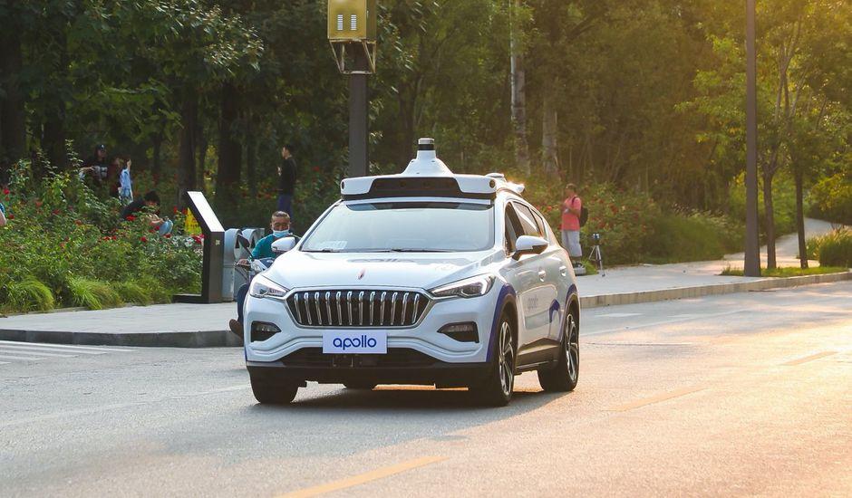 Un véhicule de Baidu Apollo en train de rouler.