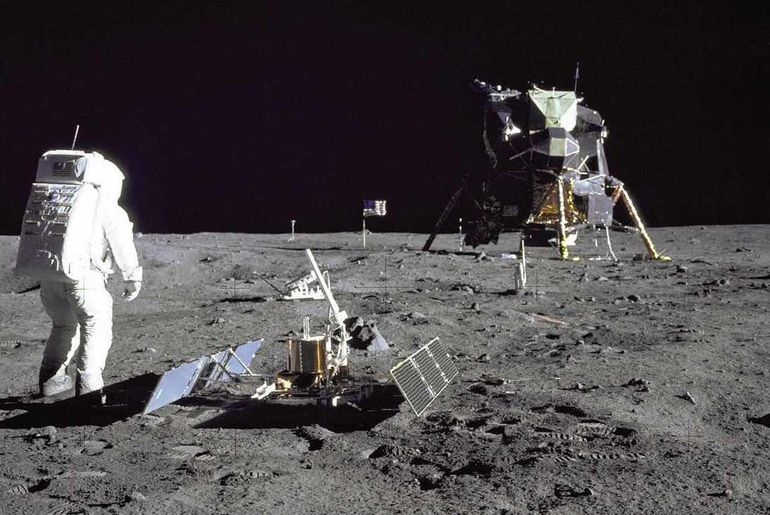 La NASA aurait pu ramené des germes lunaires sur Terre.