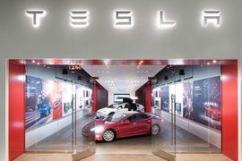Tesla ne vendra plus ses véhicules que par internet.