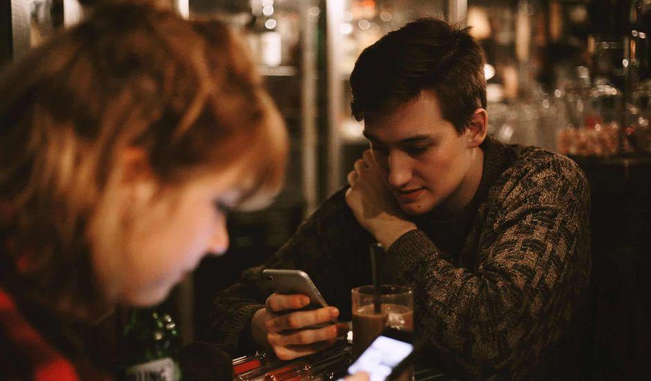 smartphone psychologie utilisation situation stressante