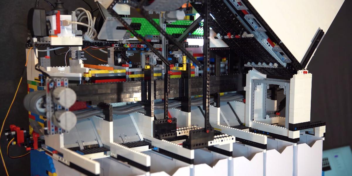IA : un youtubeur fabrique une machine trieuse de briques Lego