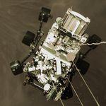 Le rover Perseverance photographié de haut, alors qu'il est sur le point de se poser sur Mars.
