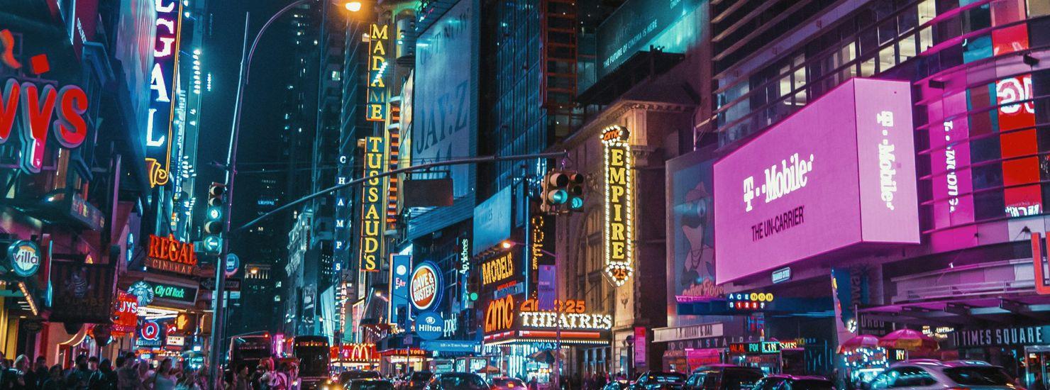 Des marques à Time Square la nuit