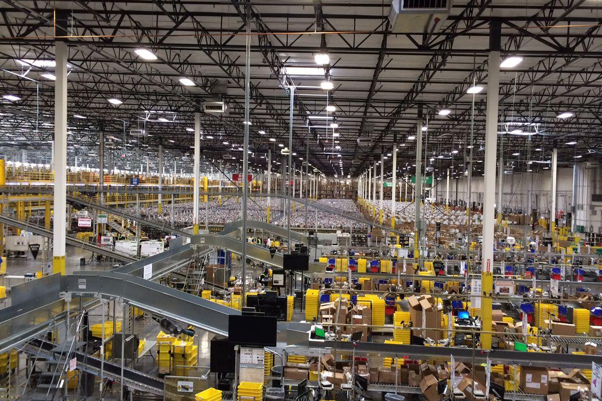 Amazon va faire don de ses invendus à la place de les jeter
