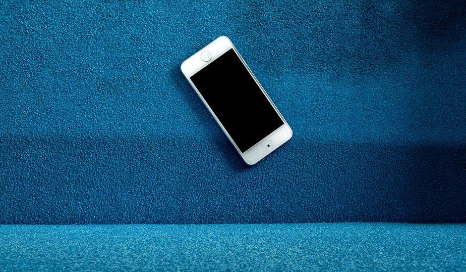 téléphone sur dégradé de bleu