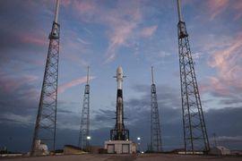 Lancement de 60 premiers satellites.