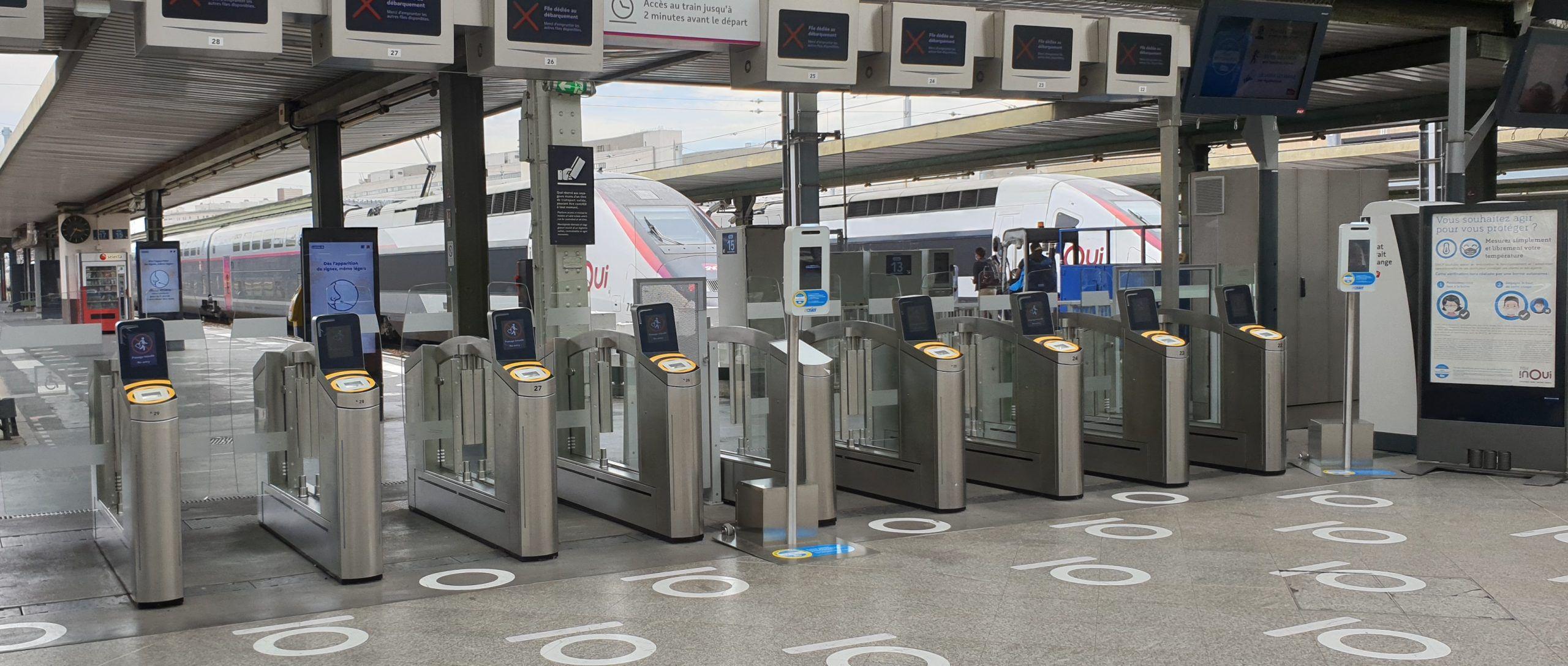Bornes de prise de température déployées par la SNCF à la Gare de Lyon
