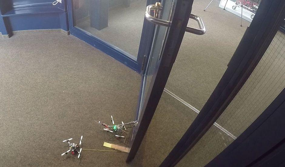 Ces petits drones peuvent ouvrir des portes