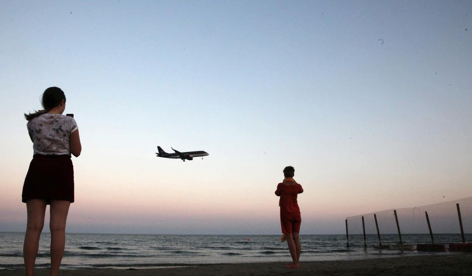 Tourisme : la France veut créer une plateforme pour concurrencer Airbnb et Booking.com