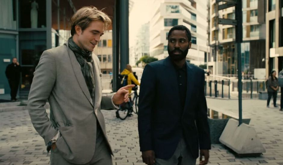 Robert Pattinson et John David Washington dans Tenet