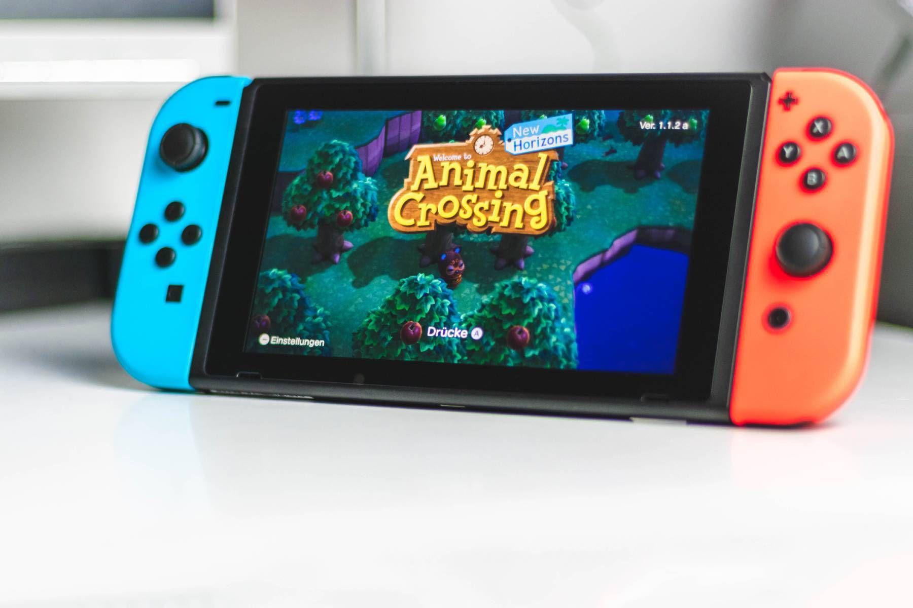 Une Nintendo Switch allumée sur le jeu Animal Crossing