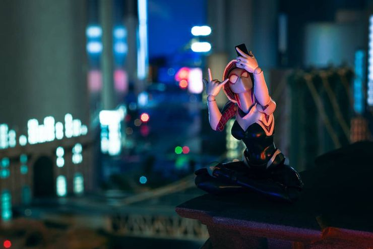 photo figurines spider-man into the spiderverse