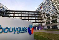 Le logo de Bouygues Telecom devant un immeuble de bureau