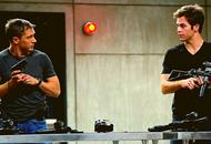Tom Hardy et Chris Pine dans une stand de tirs